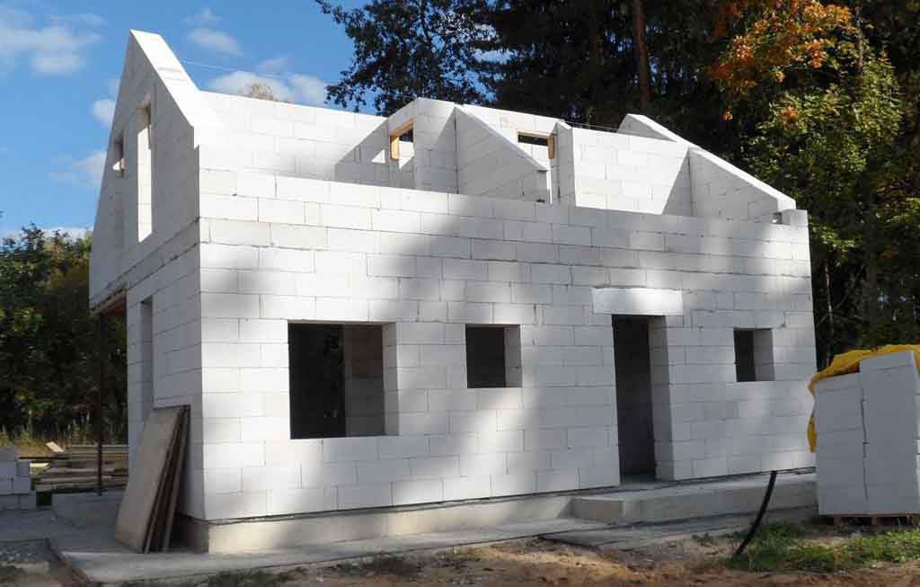Строительство домов из пеноблоков: в чем его преимущества?